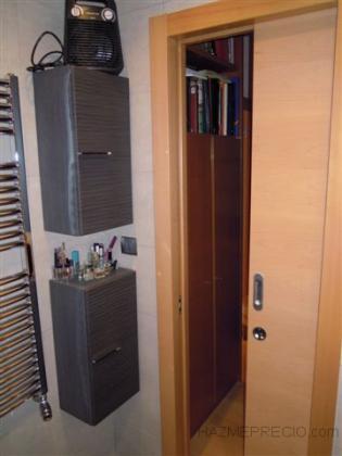 Reforma de Baño con puerta corredera oculta.