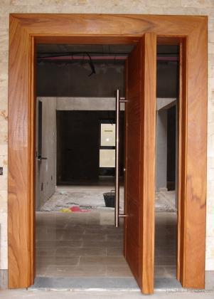 Puerta pivotante excéntrica para chalets