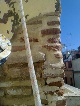 Ennoblecimiento de fachada mediante rejuntado de mortero de cal en sillería primitiva