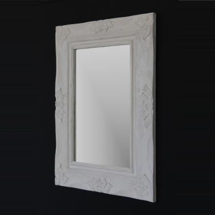Espejo romantico en blanco decapado hecho en madera natural de forma artesanal , 70x90 rectangular . Su precio 60€