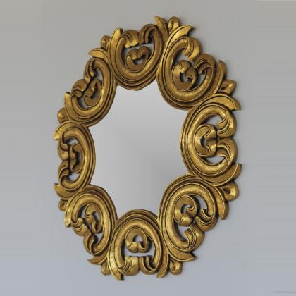 Espejo decorativo en madera tallada. Acabado en oro envejecido . 90x90 precio 150€