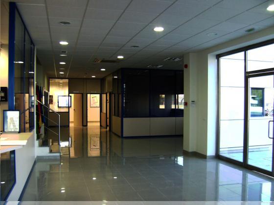 INTERIOR EDIFICIO OFICINAS EN GRANADA