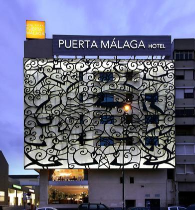 Project Manager instalación nuevas fachadas del hotel Puerta Málaga diseñadas por Javier Mariscal