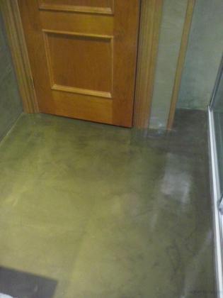 Aplicación de micro-cemento en paredes y suelo