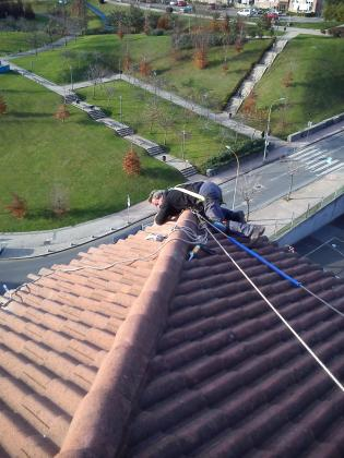 Arreglo de tejados , canalones , goteras , reformas completas ..