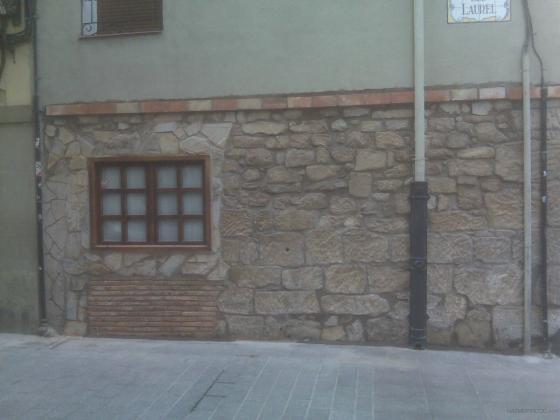 Picado y restauración de fachada en la Laurel