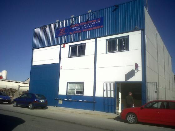 Proyectos de Ejecucion y Apertura, Gestion Integral de la Construccion y Gestion de Licencia de Nave para Oficinas, Almacén y Comercio de Material Electrico en Mairena del Alcor