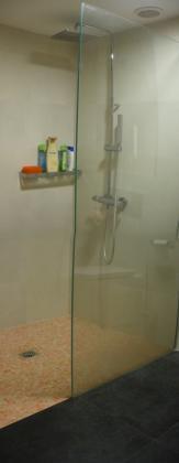 ducha  de gresite a ras de suelo
