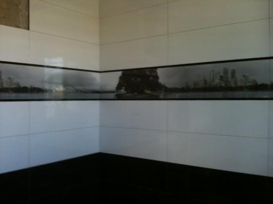 Combinado blanco y negro,con cenefa de cristal