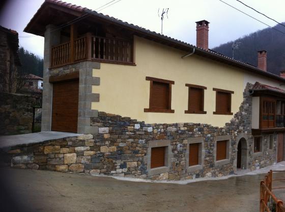 Casa piedra madera