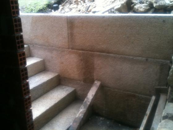 colocación de prepiaño y escaleras de piedra