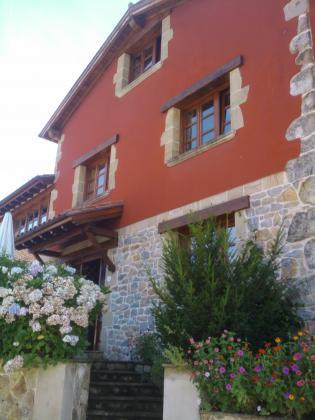 fachada y decoración con jardines