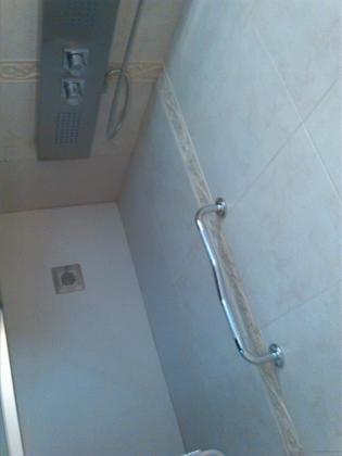 Plato de ducha, columna y mampara