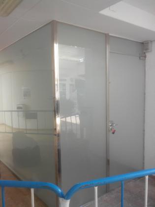 cabina terminada de acero y cristal en c.c venecia