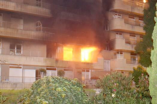 si su instalacion tiene mas de 10 años  por su seguridad  hagala revisar  por un profesional , evite sustos y  incendios.