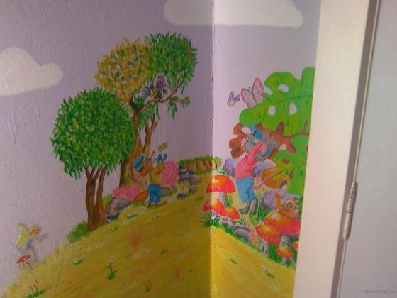 """mural de la fabula """"el zorro y el cuervo"""" pintada en habitación infantil"""