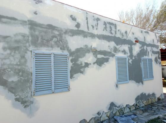 Limpieza y reparacion de fachada con mortero impermeable de fibra