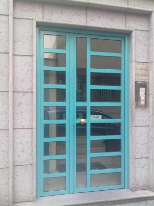 Ref 004.  Puerta portal edificio