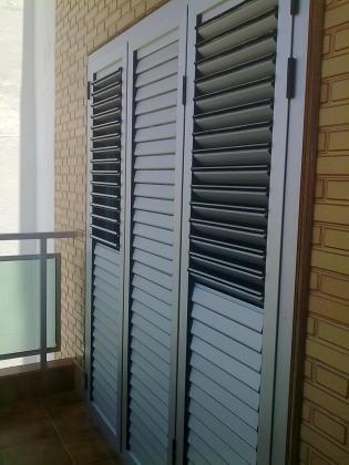 Ref 1001-2.  Porton de 3 hojas persiana de lamas moviles ideal balcones y acceso a terrazas y patios