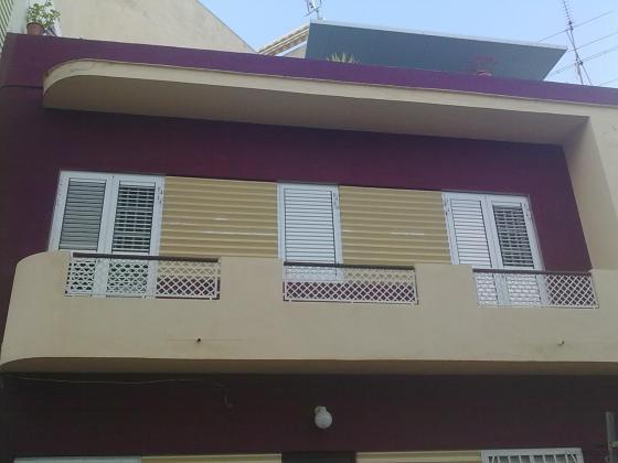 Ref 1006.  Puertas de balcones, de persianas regulables