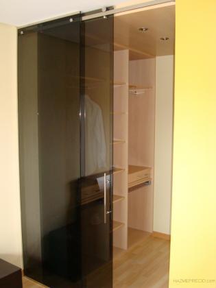 Vestidor con puerta deslizante cristal templado gris, guía de acero