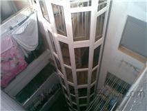 ascensor sin hueco desplazando escalera