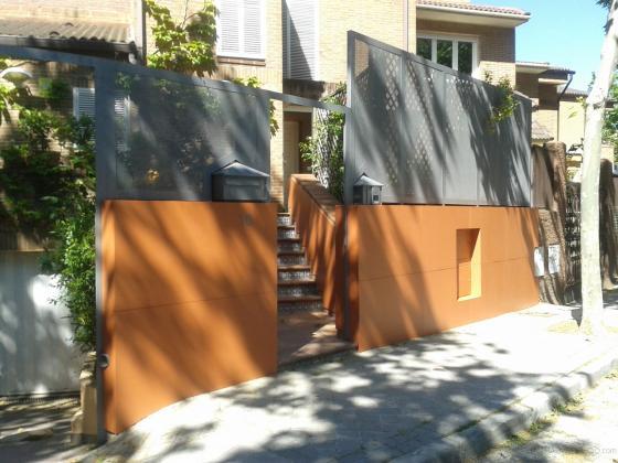Chapado valla paneles, pintura  y cerrajeria.