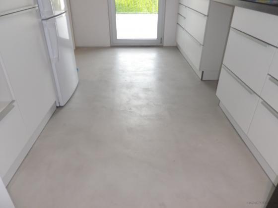 microcemento en suelo de cocina