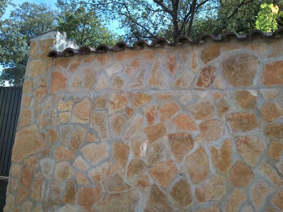 muro de contencion revestido en piedra
