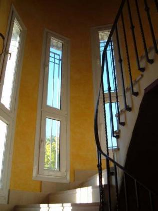Subida del interior de una vivienda de dos plantas.