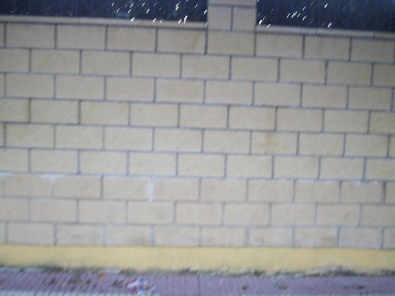 muro bloque explit con albardilla y pilastras color hueso