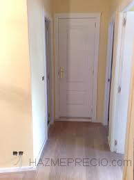 Suelo porcelanico con puertas de maderas lacadas en blanco