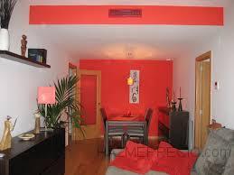 Aplicación de pintura plástica en dos colores en apartamento.