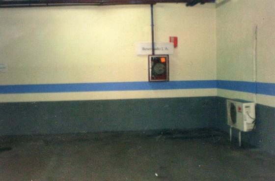 pintura aparcamiento publico 4 plantas real madrid ( bajo de centro comercial)