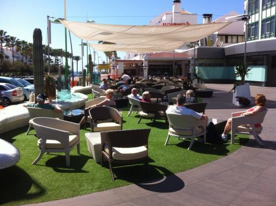 cesped artificial terrazas, restaurantes y cafeterias