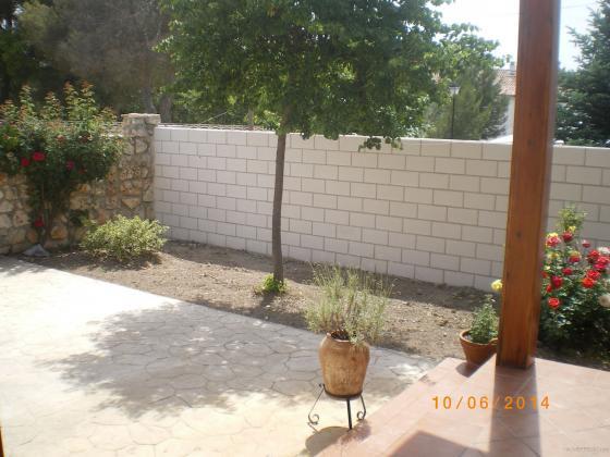 Muro de bloques de hormigon-blancos lisos-cara vista