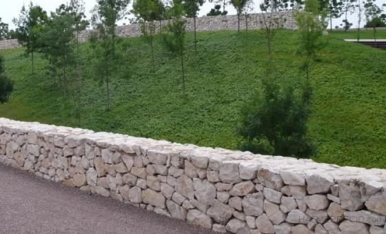 Muros de piedra para jardines free piedra artificial para for Jardines en piedra natural