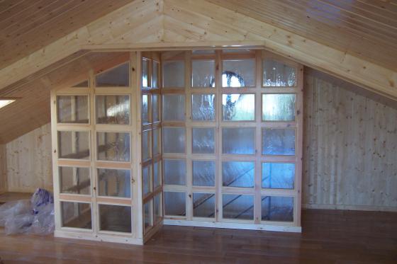 cerramiento en subida a bajo cubierta. Madera y cristal. Revestimiento de suelo, techo y latelares en madera