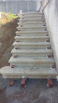 Trabajos en piedra  ( Colocacion de escaleras, muros, cierres de fincas, etc....)
