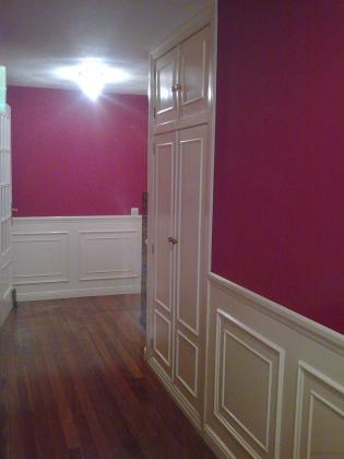 Lacado de friso y portería mas pintado de paredes en pintura plástica  color titometrica.