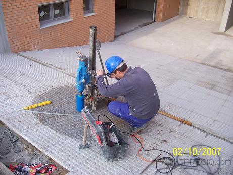 perforaciones para colocacion de postes.
