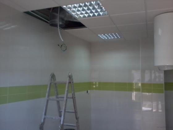 alicatado de cocina y techo dezmontable con aislamiento acustico