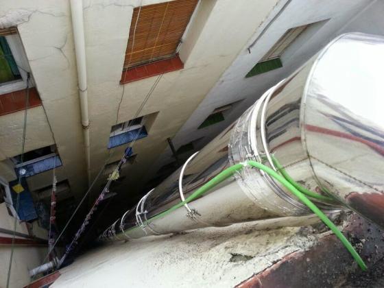 Grupo Valcan verticales cuenta con amplia experencia para la instalación de tubos y conductos de extracción de humos, tubos para calderas, fábricas, hosteleria, negocios, industria, etc. Conductos de ventilación en comunidades