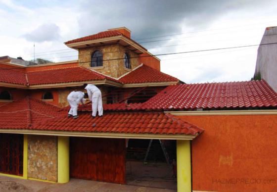 En Grupo Valcan Verticales cuenta con una amplia experiencia en reparar su tejado mediante la colocación de espuma de politelano así como la instalación de onduline bajo teja.