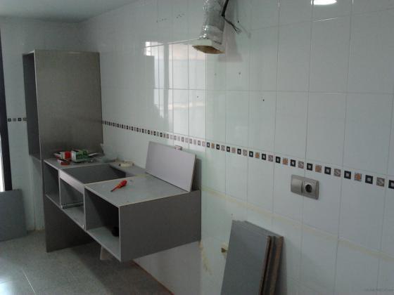 Montaje muebles de cocina valencia - Colgar microondas cocina ...