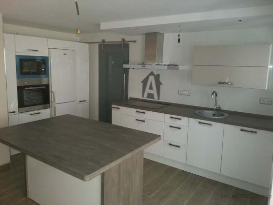 Alicatado y solado en cocina office y galeria lavadero for Cocinas hechas de cemento