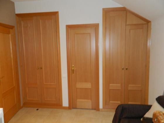 realizacion de armarios empotrados con puerta de haya
