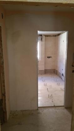 Alicatado con azulejo y solado con pavimento gres porcelanico