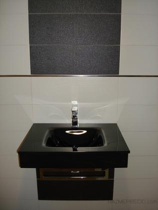 Instalación fontanería y saneamiento. Nueva instalación de agua realizada empotrada en tabique o por falso techo a puntos de utilización. Red de saneamiento con tubo de PVC de sección 110 y 40 mm. Pruebas y verificación de estanqueidad.