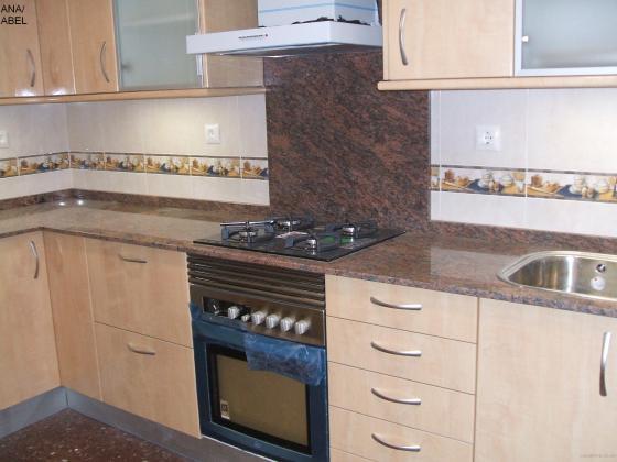 Reformas integral de piso hospitalet de llobregat l - Cocina con campana decorativa ...